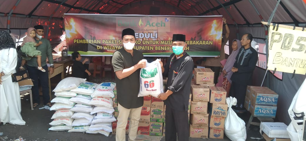 Salurkan Bantuan Korban Kebakaran