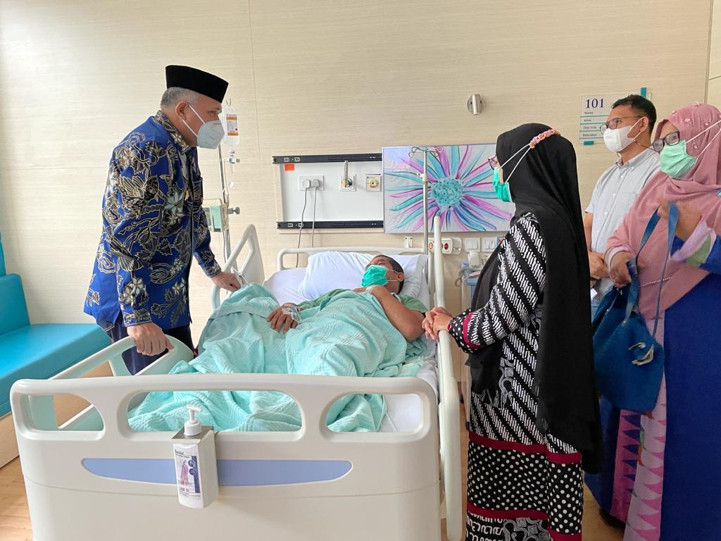 Gubernur Aceh Besuk Bupati Bener Meriah